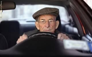 За рулем пожилой водитель